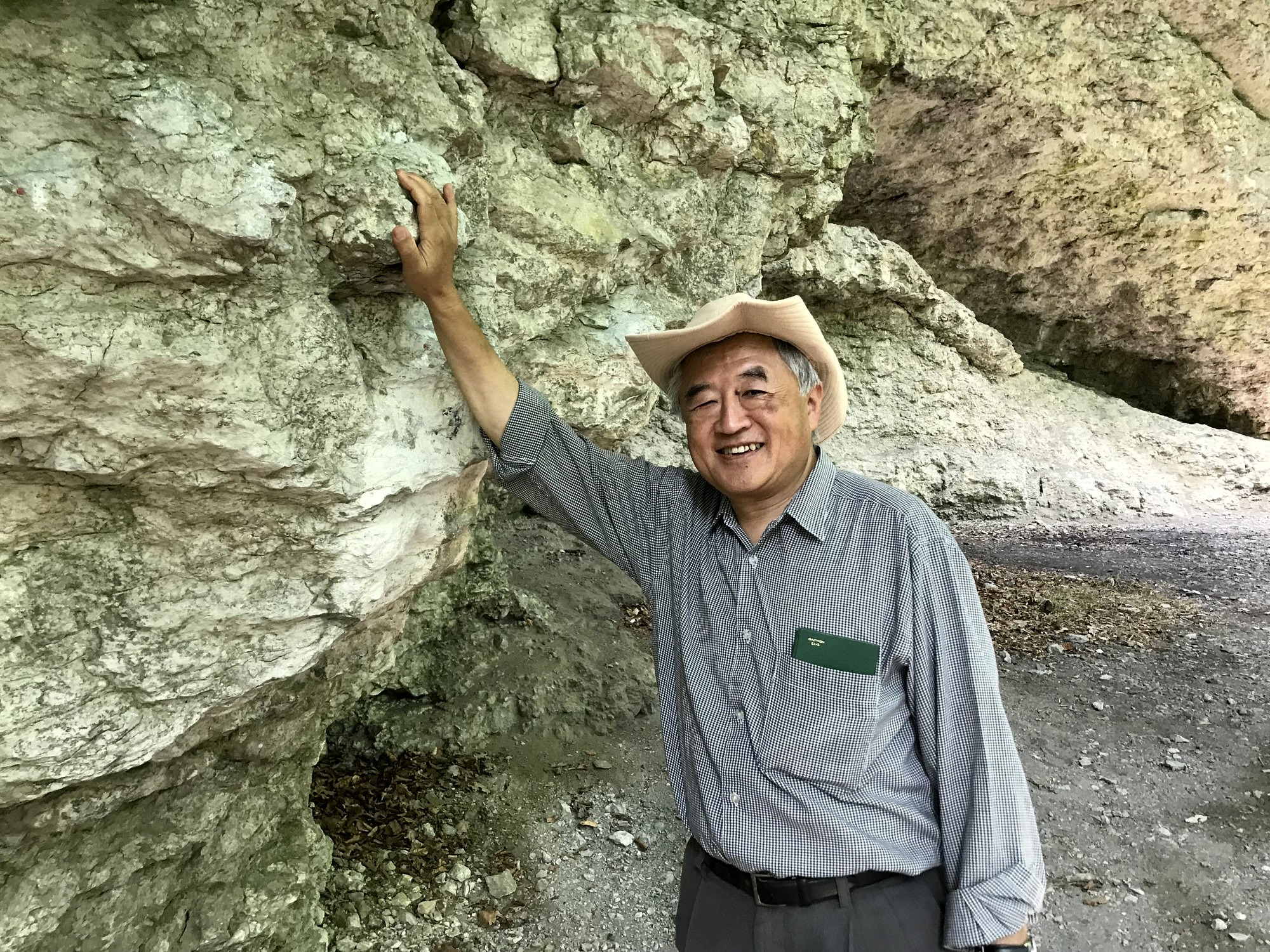 Prof. Isozaki at the Müllersfelsen, a Late Jurassic siliceous sponge - microbial reef mound in Franconia